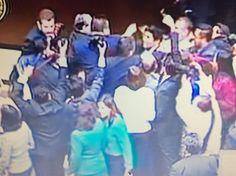 ** RaDar InFormaTivo **: Hace unos momentos se registra jaloneo entre Diputados en el Congreso de la Unión
