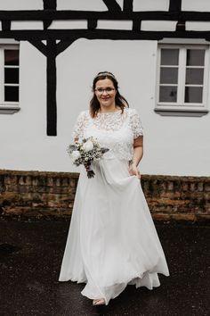 Hübsches Hochzeitskleid mit Blätterspitze   noni Country Wedding Dresses, Boho Wedding Dress, Bridal Shoes, Bridal Gowns, Wedding Details, Wedding Ideas, Rustic Boho Wedding, Boho Stil, Forest Wedding