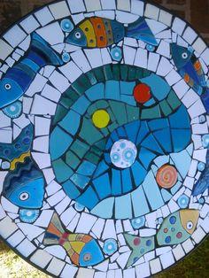Mesa decorada con Mosaiquismo y peces en cuerda seca!!!!!!