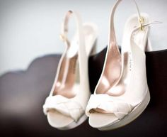 Wedding shoes. Photography by Kristi Midgette Photography http://www.outerbanksweddingassoc.org/membersearch/memberpage.html?MID=1880=Photographers=16