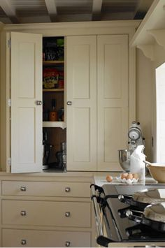 Country House Kitchen with Cream Aga - Martin Moore Kitchen Interior, Kitchen Decor, Kitchen Design, Kitchen Ideas, Kitchen Storage, Beautiful Kitchens, Beautiful Interiors, Little Big House, English Kitchens
