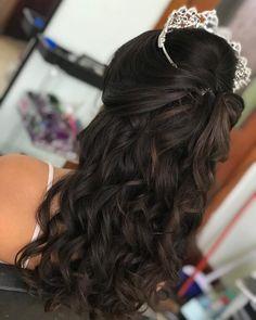 Sweet 15 Hairstyles, Quince Hairstyles, Elegant Hairstyles, Curled Hairstyles, Wedding Hairstyles, Night Hairstyles, Updo Hairstyle, Celebrity Hairstyles, Wedding Hair Half
