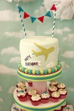 Przyjęcie urodzinowe dla wielbiciela samolotów - tort