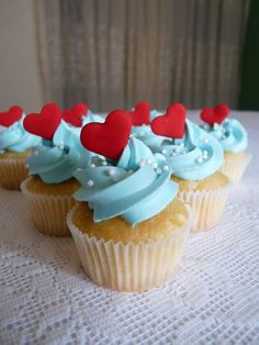 cupcakes: aqua red ...OMG--how can I be in love with a cupcake??? :)