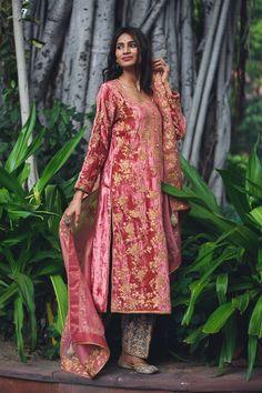 Velvet Pakistani Dress, Pakistani Couture, Pakistani Dress Design, Fancy Dress Design, Stylish Dress Designs, Stylish Dresses, Stylish Suit, Velvet Suit Design, Velvet Dress Designs
