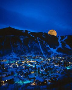 Moonrise over Telluride, Colorado, in Winter, photo: Jim Zuckerman Le Colorado, Telluride Colorado, Living In Colorado, Colorado Mountains, Colorado Winter, Colorado Rockies, Places Around The World, Oh The Places You'll Go, Viajes