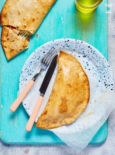 Chicken and Sweetcorn Pizza Calzone - Pinch Of Nom Slimming World Treats, Slimming Eats, Slimming Recipes, World Recipes, Ww Recipes, Clean Recipes, Recipies, Chicken And Sweetcorn Pizza, Pizza Calzone Recipe