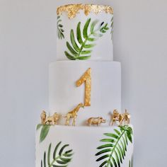 Baby Boy 1st Birthday Party, 1st Birthday Cakes, 1st Boy Birthday, Baby Party, Party Animals, Safari Party, Party Fotos, Jungle Cake, Gold Baby Showers