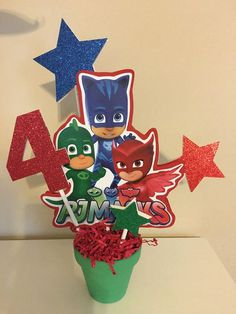 Themed birthday party for heroes in pajamas - Celebrat : Home of Celebration, Events to Celebrate, Wishes, Gifts ideas and more ! Pj Masks Cake Topper, Pj Masks Cupcake Toppers, Pj Mask Cupcakes, Birthday Party Centerpieces, 4th Birthday Parties, Boy Birthday, Pj Masks Birthday Cake, Birthday Ideas, Pj Mask Party Decorations