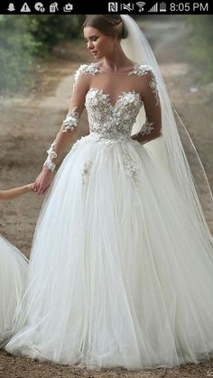 DREAMY WEDDING GOWN
