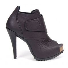A little rugged, a little urban, these Pedro Garcia peep toe booties are totally sexy 39966