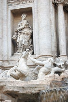 Rome, Trevi Fountain//