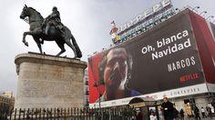 El cartel de la serie Narcos en la Puerta del Sol de Madrid.