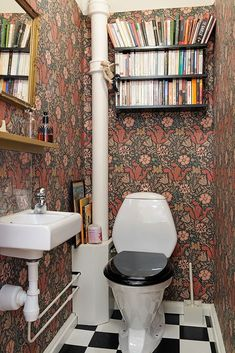 Lots of books in the half bathroom, and with william morris wallpaper to boot. 17 Ways to Squeeze in a Few Extra Books William Morris Wallpaper, Morris Wallpapers, Vintage Wallpaper, Of Wallpaper, Wallpaper Ideas, Feature Wallpaper, Modern Wallpaper, Wc Retro, Wc Decoration