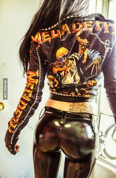 Toxic Vision is a great excuse to work out Chica Heavy Metal, Heavy Metal Girl, Heavy Metal Style, Heavy Metal Fashion, Motard Sexy, Looks Pinterest, Mode Latex, Leder Outfits, Shiny Leggings