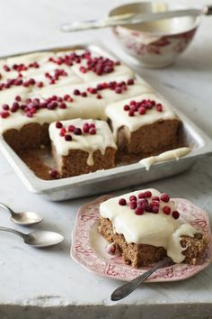 This may be like Grandma's gingerbread cake. Soft Ginger Bread Cake Photographer Ulrika Ekblom and Food Stylist Liselotte Forslin www. Yummy Recipes, Cake Recipes, Dessert Recipes, Holiday Baking, Christmas Baking, Food Cakes, Cupcake Cakes, Just Desserts, Delicious Desserts