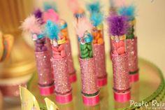Frescurinhas Personalizadas | os tubetes se fantasiaram de melindrosas Trolls Birthday Party, Girl Birthday, Birthday Parties, Carnaval Baby, Camping Parties, Circus Party, Birthday Candles, Party Themes, Diy And Crafts