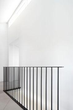Steel Stair Railing, Steel Balustrade, Steel Stairs, Metal Railings, Staircase Railings, Staircase Design, Banisters, Modern Balcony, Modern Stairs