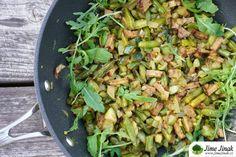 Fazolky a cuketa na slanině (veganská verze) Tempeh, Celery, Food And Drink, Vegetables, Vegetable Recipes, Veggies