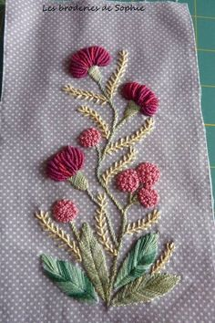 Wonderful Ribbon Embroidery Flowers by Hand Ideas. Enchanting Ribbon Embroidery Flowers by Hand Ideas. Brazilian Embroidery Stitches, Hand Embroidery Stitches, Silk Ribbon Embroidery, Crewel Embroidery, Hand Embroidery Designs, Embroidery Techniques, Embroidery Kits, Cross Stitch Embroidery, Embroidery Needles
