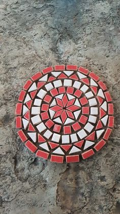 Circle Red and white Mosaic Crafts, Mosaic Projects, Mosaic Art, Mosaic Designs, Mosaic Patterns, Mosaic Furniture, Diy And Crafts, Arts And Crafts, Project Red