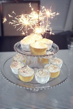 Sparkler cupcakes at a New Year's Party #newyears #partycupcakes