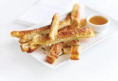 13 gyors sós falatka leveles tésztából Snack Recipes, Snacks, Waffles, French Toast, Bacon, Chips, Breakfast, Oven, Tapas Food