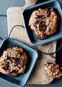 Cookies with it all Easy Cookie Recipes, Sweet Recipes, Dessert Recipes, Desserts, Chocolate Recipes, Chocolate Chip Cookies, Thumbprint Cookies Recipe, Danish Food, Sweets Cake