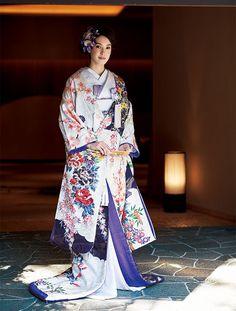 幸せを約束する伝統の柄 吉祥文様のきもの | Traditional Kimono, Traditional Fashion, Japanese Costume, Japanese Kimono, Fashion Models, Fashion Show, Fashion Design, Couture Fashion, Japanese Beauty