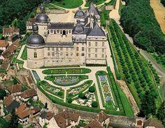 Château de Hautefort   Dordogne   France