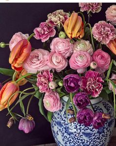 Natasja Sadi from Cake Atelier Amsterdam creates amazing floral arrangements usually using blue and white vases and jars This one features tulips and ranunculus Beautiful Flower Arrangements, My Flower, Fresh Flowers, Spring Flowers, Floral Arrangements, Beautiful Flowers, Sugar Flowers, Silk Flowers, Arte Floral