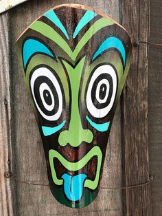 An original Schroederville tiki mask made from a palm frond. Hang in your tiki bar, Lou he, man cave, patio or wherever you want to ward off evil spirits and summon the party gods. Palm Tree Crafts, Palm Tree Art, Palm Trees Beach, Palm Frond Art, Palm Fronds, African Masks, African Art, Pintura Tribal, Mascara Oni