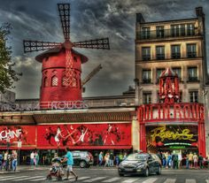 Moulin rouge . Paris,( Francia )