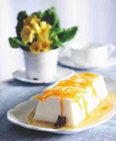 panacotta arwmatismeni me lemoni kai saltsa portokaliou Famous Desserts, Greek Desserts, Party Desserts, Greek Recipes, Vegan Sweets, Sweets Recipes, Vegan Desserts, Delicious Desserts, Vegan Recipes