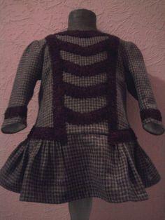 1903 : Deutschland : Wollkleid das von 1 jährigen Jungen wie Mädchen getragen wurde.    Repro nach Orginalvorlagen von 1903