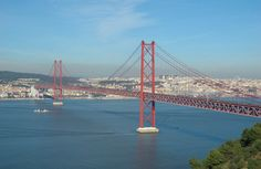 Ponte 25 de Abril e Rio Tejo, Lisboa, Portugal! |  Siga-nos em www.facebook.com/Vitrine.com.pt