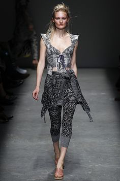 See the complete Vivienne Westwood Spring 2016 Ready-to-Wear collection.