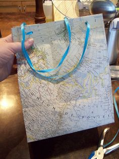 Bag in the USSR: How to turn an old map into a gift bag