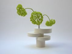 Bonsai Equilibrium Vase Classic is a harmonious, gracious and poetic sculpture vase with the appearance of a little Bonsai. Completely made from scraps of MDF, BONSAI EQUILIBRIUM is a soliflore composed of 4 circular pieces, which turn freely around a glass tube. The challenge was to find equilibrium in several positions whilst keeping an aesthetic [...]