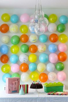 Cute birthday party idea! Use colorful balloons for a backdrop.