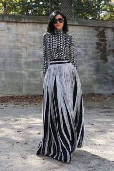 Our 25 Favorite Street Style Snaps from Paris Fashion Week: Leigh Lezark is a total show stopper in this floor-length getup. Girl looks gooood. It's a heavy look but she pulls it off. Fashion Mode, Modest Fashion, Look Fashion, High Fashion, Fashion Trends, Street Fashion, Net Fashion, Fashion Black, Milan Fashion