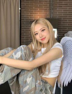 Park Chaeyoung, Jennie Blackpink, Crop Tee, Kpop Girls, My Girl, Long Hair Styles, Beauty, Theory, Postcards
