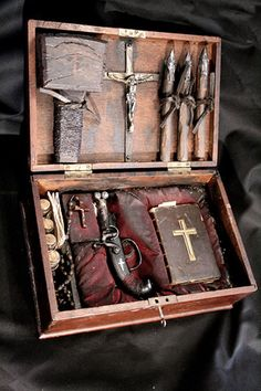A Collection Of WTF Oddities From The Past: apparently a French vampire Hunter kit...