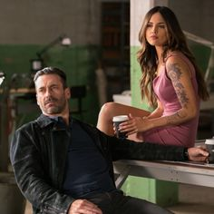 jon-hamm-as-buddy-eiza-gonzalez-as-darling-in-baby-driver-01807r.jpg (500×500)