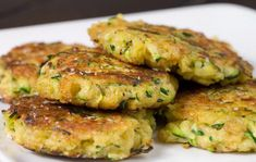 Zucchini mats with thermomix. Here is a recipe for zucchini mats, simple and easy to make with the thermomix at home. Vegetable Recipes, Vegetarian Recipes, Cooking Recipes, Healthy Recipes, Healthy Cake, Healthy Zucchini Cakes, Vegan Recipes Thermomix, Fried Zucchini Cakes, Fried Zuccini