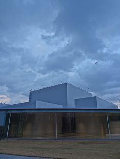 冬の淡空 21世紀美術館