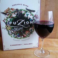 Fusion Cabernet sauvignon Malbec sekoitus. #fuzion #malbec #cabernet #organicwine #wines#winelover#winegeek#instawine#winetime#wein#vin#winepic#wine#wineporn herkkusuu #lasissa #Herkkusuunlautasella