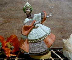 LEMP ESTATE (Ann Marie) Gorgeous Rare Vintage Collectible Beautifully Detailed Siam Dancer In Full Native Costume Music Box. Perfect Gift Idea For Yourself Or A Loved One. ♥