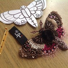 LOVE this broach! #embroidery #cbloggers #jewelryinspo #jewelrymaking #jewelry