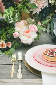 Fig and gold #wedding place setting | Onelove Photography | see more on: http://burnettsboards.com/2014/03/fig-gold-wedding-coolest-bar/
